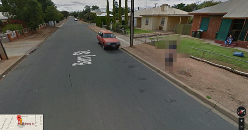 google street view une femme est arr t e pour avoir montr ses seins. Black Bedroom Furniture Sets. Home Design Ideas