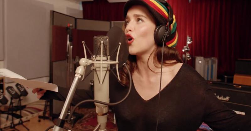 [Zone 42] Game of Thrones : Emilia Clarke chante du reggae toujours avec Coldplay à l'écriture