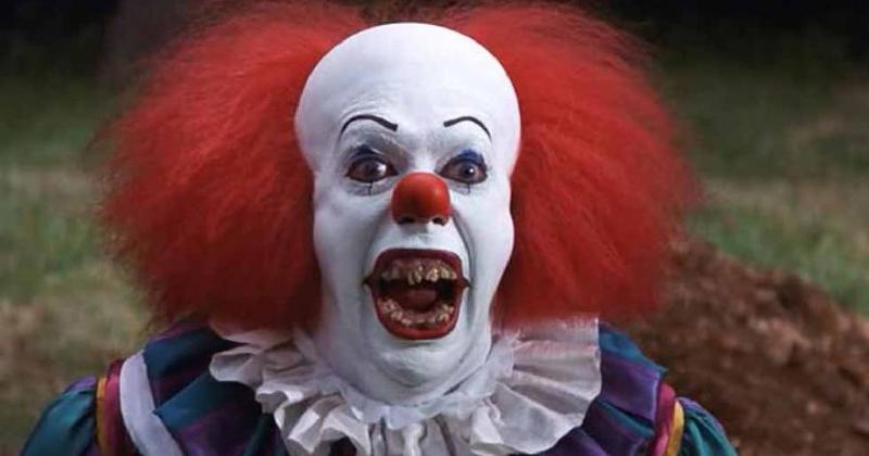 a d voile le maquillage terrifiant de son clown. Black Bedroom Furniture Sets. Home Design Ideas