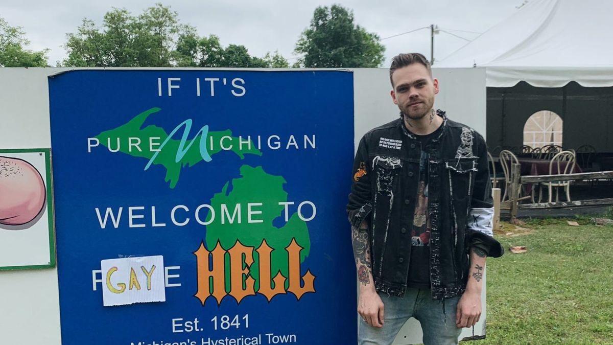 [Zone 42] Un YouTuber rachète une ville américaine et la renomme Gay Hell, où seul le drapeau LGBT est autorisé