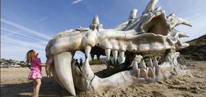 2013/07/17/1374070404dragon-skull-beach-4.jpg