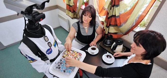 2013/10/03/robot-n1-sert-des-bonbons.jpg