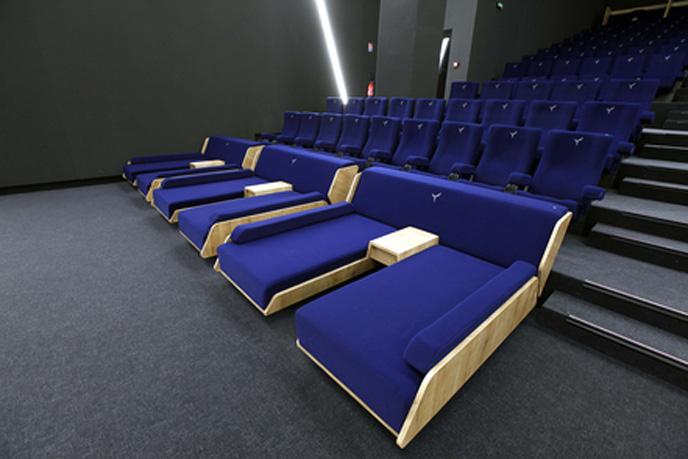 luc besson lance first le cin ma de luxe 25 la s ance. Black Bedroom Furniture Sets. Home Design Ideas