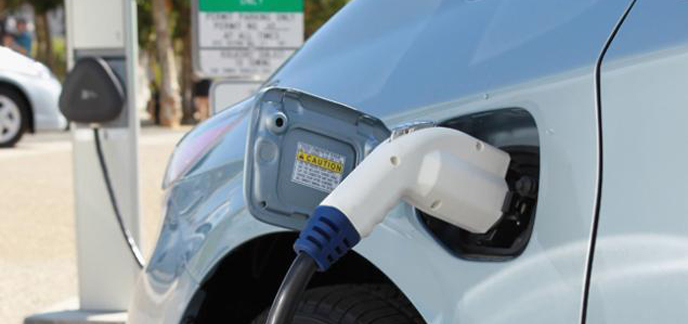 2013/12/10/i_electric-car-charging.jpg