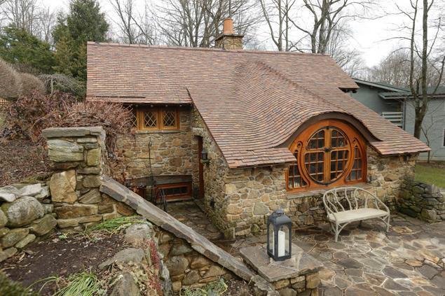 un architecte construit une maison de hobbit. Black Bedroom Furniture Sets. Home Design Ideas