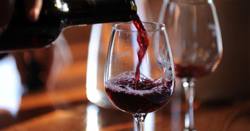 Un verre de vin serait l'équivalent d'une heure de sport