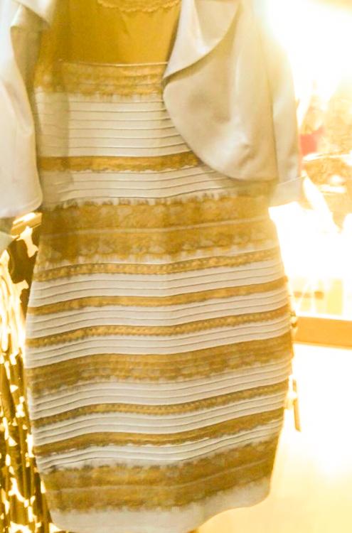 Illusion d'optique la robe bleu et noir
