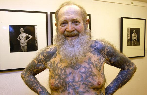 ces seniors tatou s nous montrent comment vieillissent les tatouages. Black Bedroom Furniture Sets. Home Design Ideas