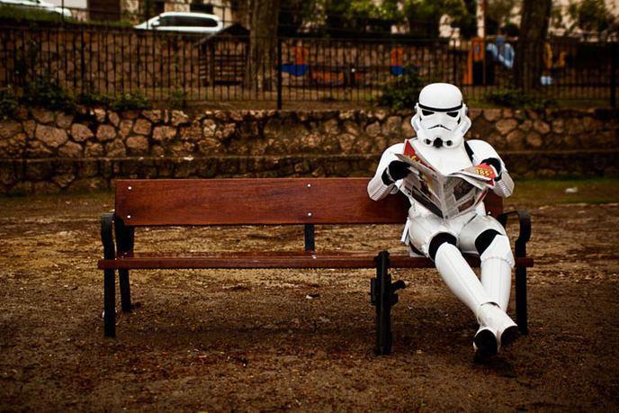 Posé sur un banc
