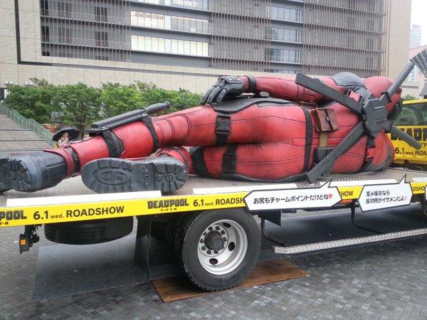 statue-geante-deadpool