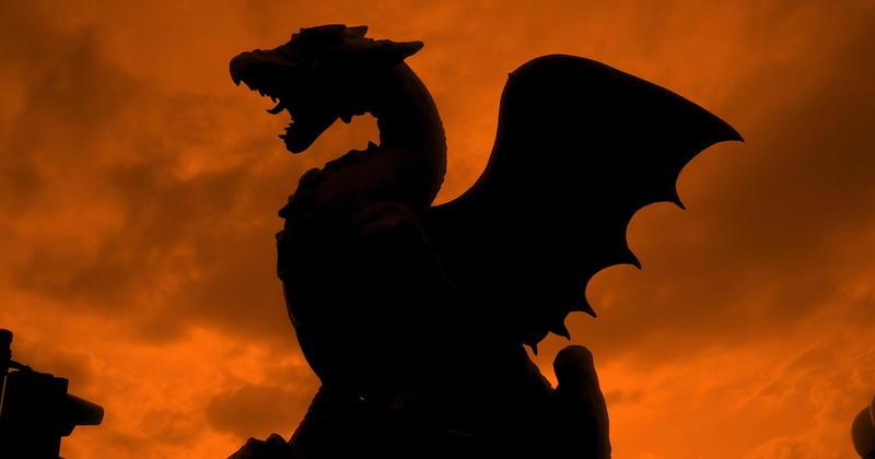 Un Premier Bébé Dragon Vient De Naitre Dans Une Grotte En