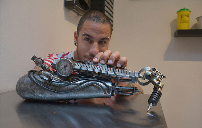 tatoueur-premiere-prothese-machine-a-tatouer