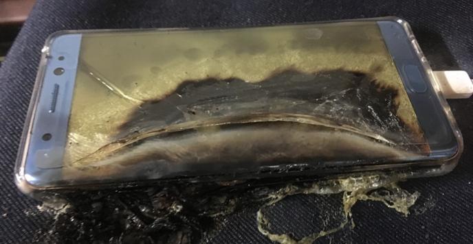 Etats-Unis: un avion évacué après qu'un téléphone Samsung eut pris feu
