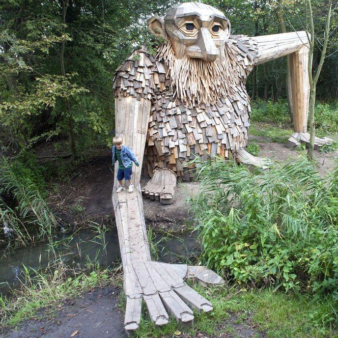 w_i-created-6-hidden-giants-to-showcase-the-beautiful-nature-outside-of-copenhagen-58fdf660e8b2e-880 LaMortaise.com - des sculptures impressionnantes - Forum LaMortaise.com - La référence en ébénisterie