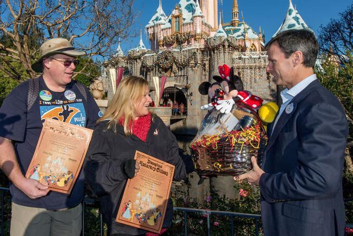 Il va à Disneyland 2000 jours de suite — Etats-Unis