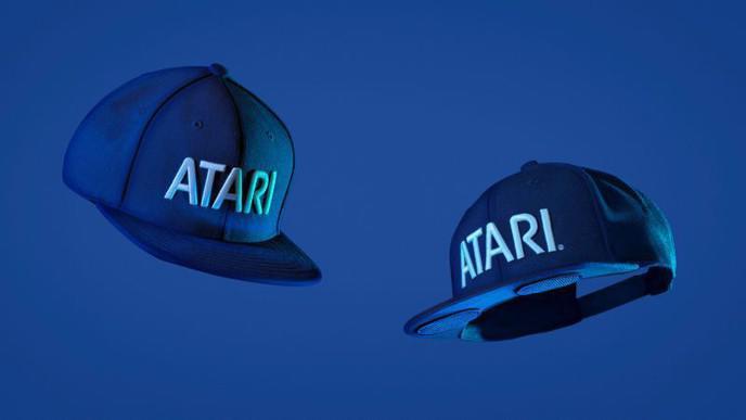 La casquette audio avec deux haut-parleurs intégrés d'Atari — SpeakerHat