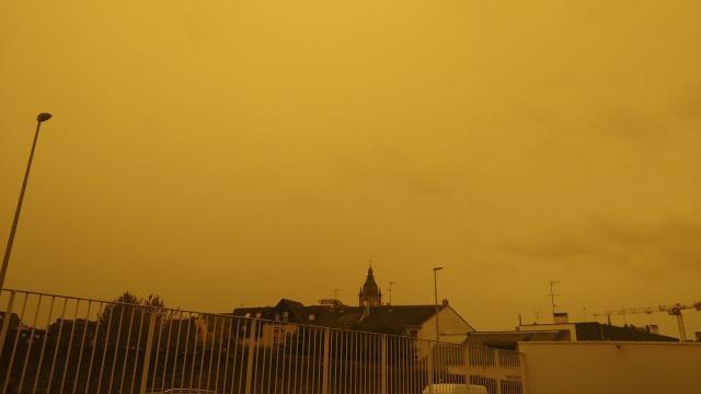 ciel jaune orange bretagne