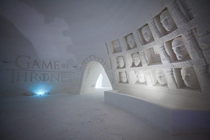 game of thrones offrez vous une chambre dans ce magnifique h tel de glace en finlande. Black Bedroom Furniture Sets. Home Design Ideas