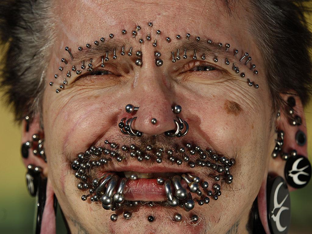 Rolf Buchholz piercings