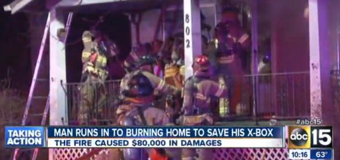 Il entre dans sa maison en flammes pour sauver... sa Xbox !