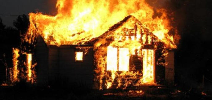 Etats unis elle meurt en essayant de r cup rer son for Au feu les pompiers la maison