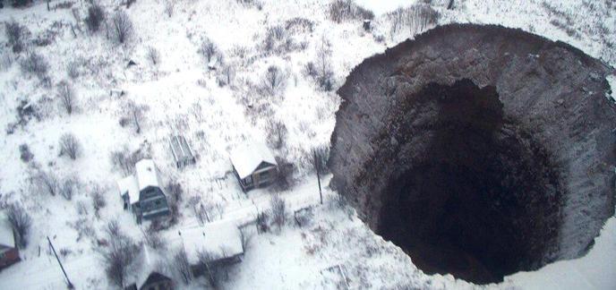 Un gigantesque trou apparaît soudainement en Russie