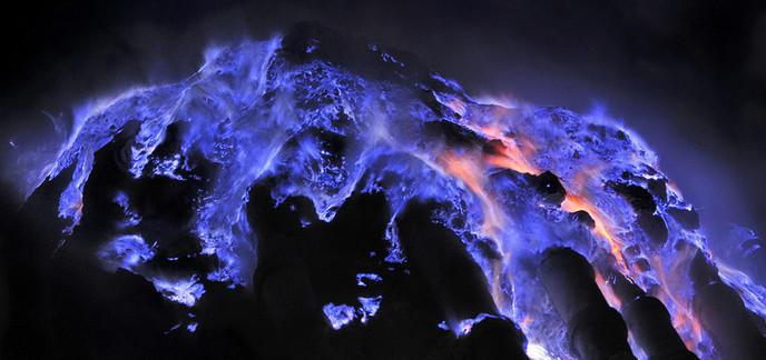 i_volcan-kawah-ijen-lave-bleue.jpg