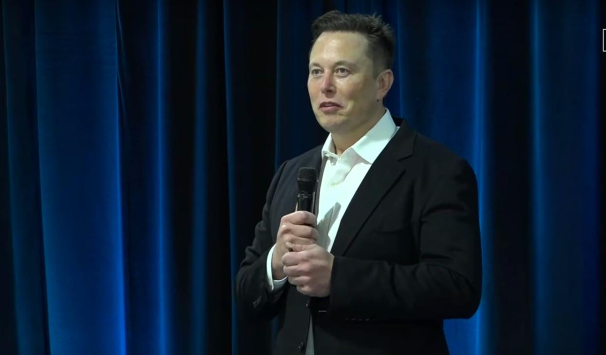 Elon Musk : testées sur un singe, des puces cérébrales bientôt implantées sur l'homme - Hitek.fr