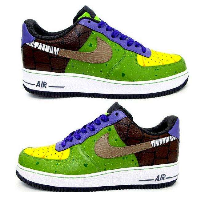 on sale a3be2 63b4e Voici de magnifiques chaussures Nike Air Force One aux couleurs de  Donatello des Tortues Ninja. Il sagit ici dune pièce unique