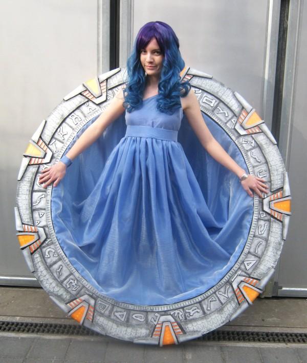 Voici un superbe et l 39 unique cosplay de la porte des for La porte in time zone
