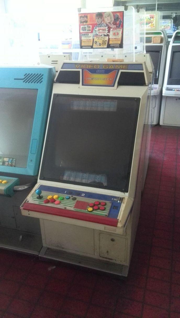 Une japonaise achète une salle d'arcade par erreur  W_6agwh7x