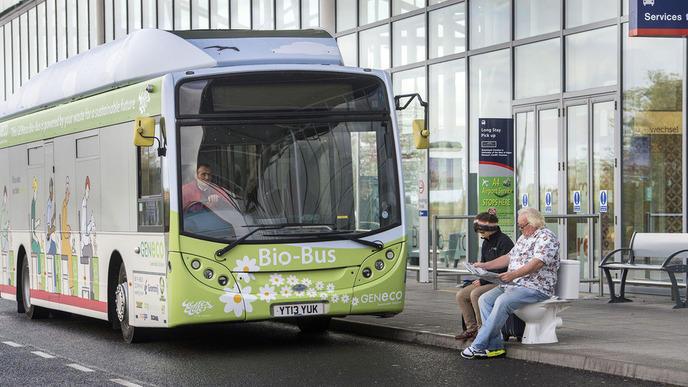 Bio bus le toute premier bus qui roule au caca for Caca dans une piscine