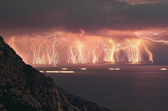 2013: le 28/07 à 23h - Lumière étrange dans le ciel  - Salles sur verdon var  - Var (dép.83) W_foudre-catatumbo