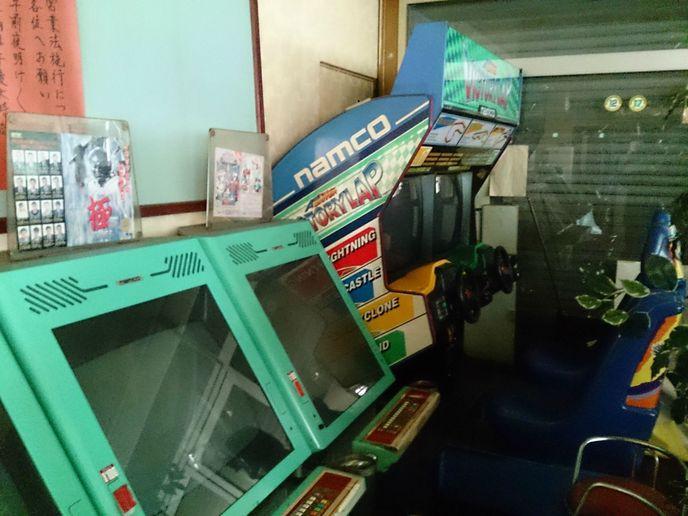 Une japonaise achète une salle d'arcade par erreur  W_sfcqx4l