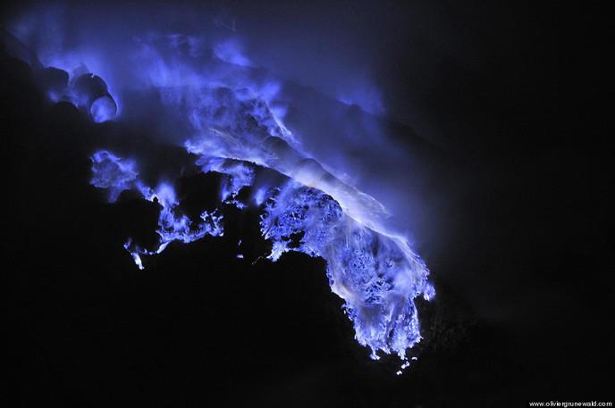 Volcan Kawah Ijen lave bleue