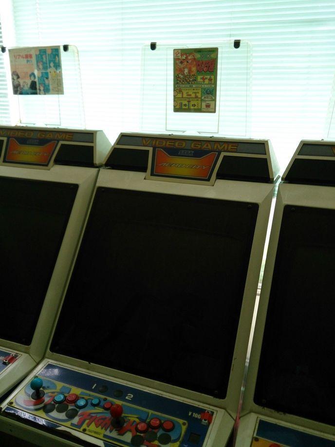Une japonaise achète une salle d'arcade par erreur  W_yz8hp5t