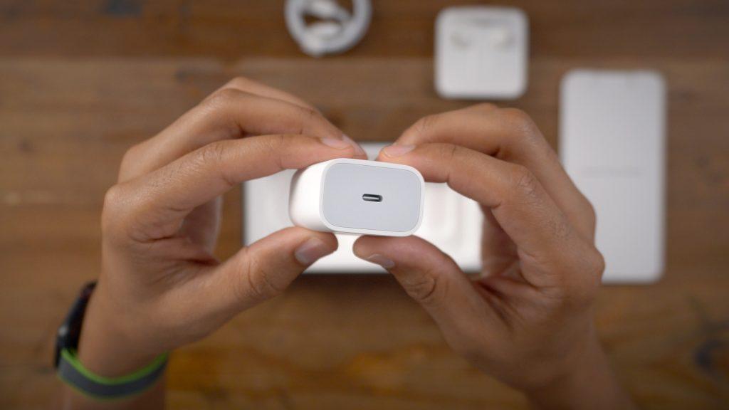 iPhone 12 : Apple pourrait ne plus fournir ni écouteur ni chargeur à cause de la 5G
