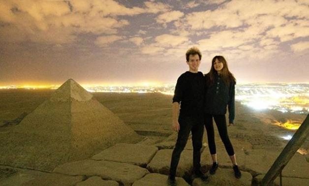 Un couple filmé nu au sommet d'une pyramide provoque un tollé — Égypte