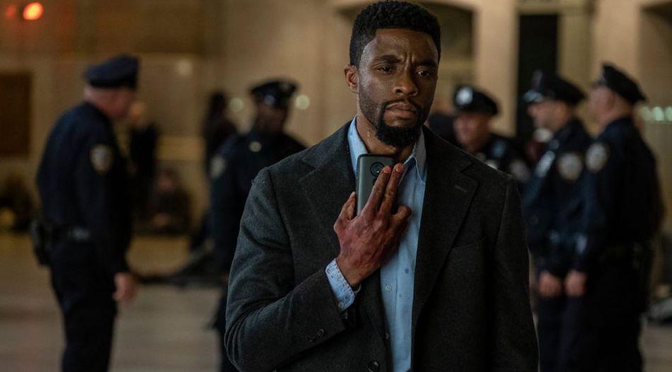 Son généreux geste envers Sienna Miller — Chadwick Boseman