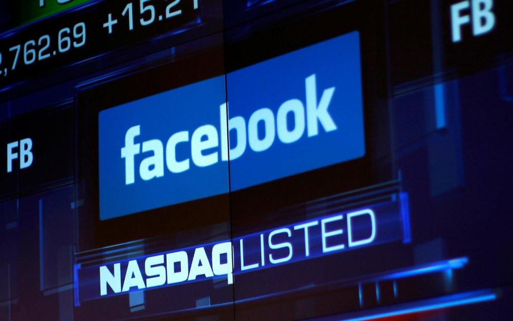 Facebook annonce une croissance historiquement basse et plonge en bourse